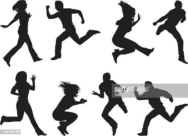 楽しくジャンプの男性と女性の空気