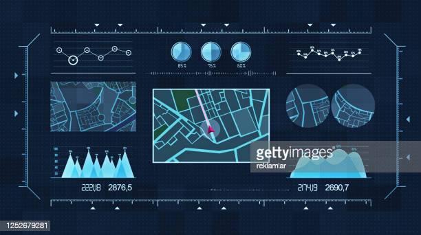 futuristische multi-bildschirm-gadget-panel, futuristische hud holographische digitale stadtkarte, navigation animation nacht, navigation stadtkarte gps-navigation, lokalisierung nacht - berührungsbildschirm stock-grafiken, -clipart, -cartoons und -symbole