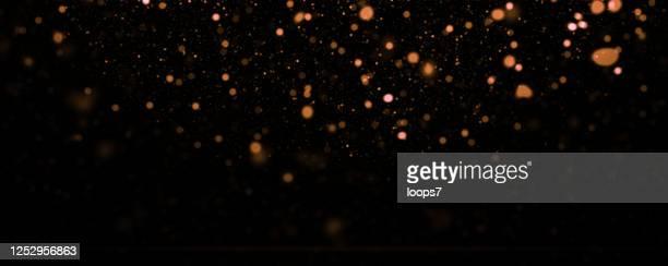 golden defocused lights hintergrund - glamour stock-grafiken, -clipart, -cartoons und -symbole