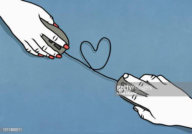 stockillustraties, clipart, cartoons en iconen met heart shape forming between couple online dating - liefde
