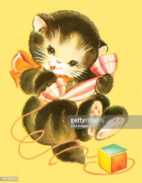 Filhote de Gato brincando com Telefone de Brinquedo