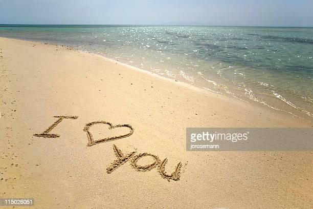 ilustraciones, imágenes clip art, dibujos animados e iconos de stock de i love you en arena - i love you