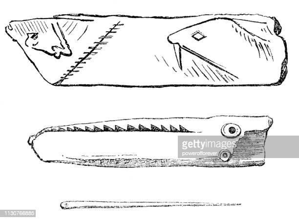 ilustraciones, imágenes clip art, dibujos animados e iconos de stock de magdaleniense piedra de la edad de arte portátil y aguja de hueso-17000-9000 bce - paleolitico