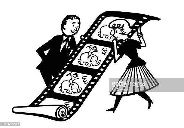 ilustraciones, imágenes clip art, dibujos animados e iconos de stock de hombre y mujer agarrando de - rollo de cine