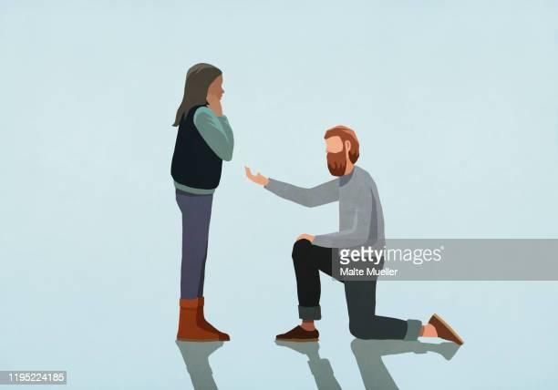 ilustraciones, imágenes clip art, dibujos animados e iconos de stock de man kneeling, proposing marriage to woman - compromiso