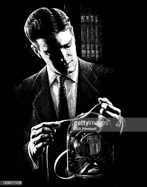 ティッカーテープを見ている男 - 紙テープ点のイラスト素材/クリップアート素材/マンガ素材/アイコン素材