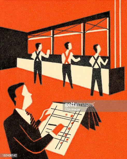 Montage des hommes travaillant en ligne