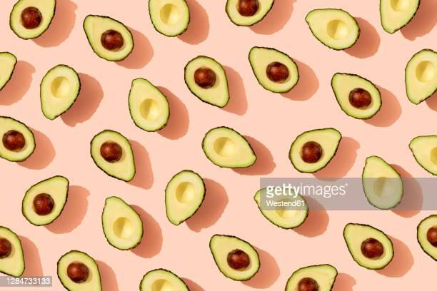 pattern of halved avocados - 生点のイラスト素材/クリップアート素材/マンガ素材/アイコン素材
