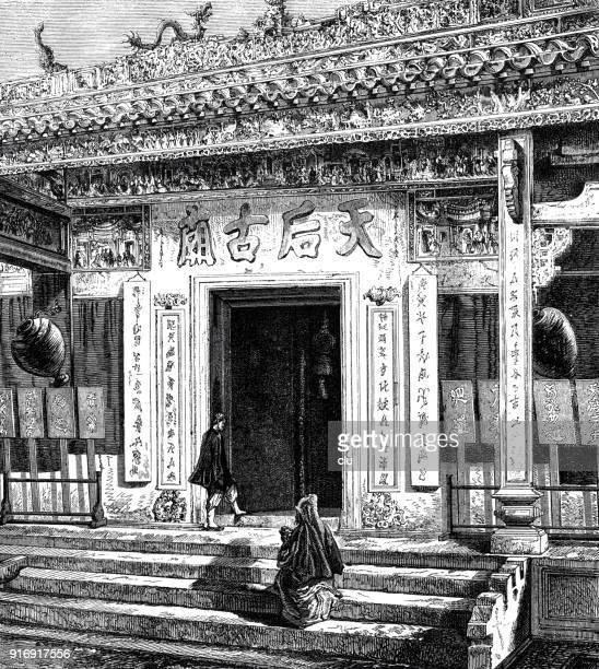 人々 が香港にある寺院で歩く - 1870~1879年点のイラスト素材/クリップアート素材/マンガ素材/アイコン素材