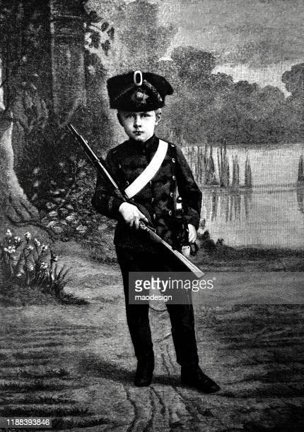 ilustrações, clipart, desenhos animados e ícones de retrato de um menino novo no uniforme com um rifle em sua mão - 1887