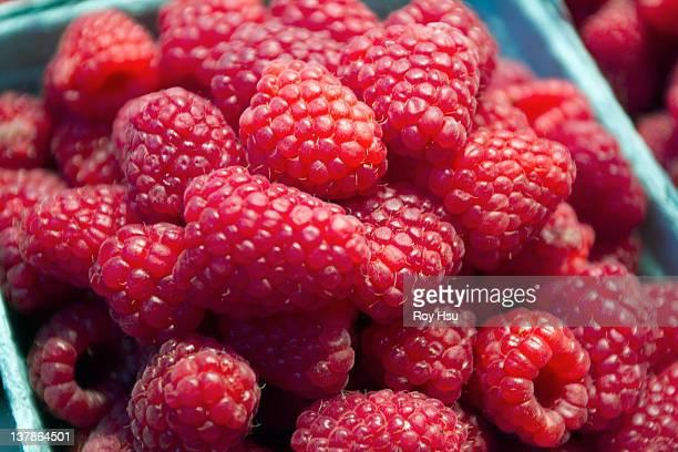 ilustrações de stock, clip art, desenhos animados e ícones de raspberries - cesta de fruta