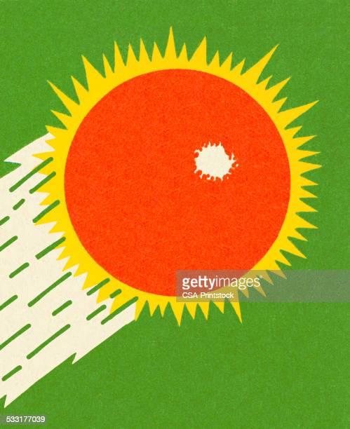 ilustraciones, imágenes clip art, dibujos animados e iconos de stock de sunburst rojo - cometa espacio
