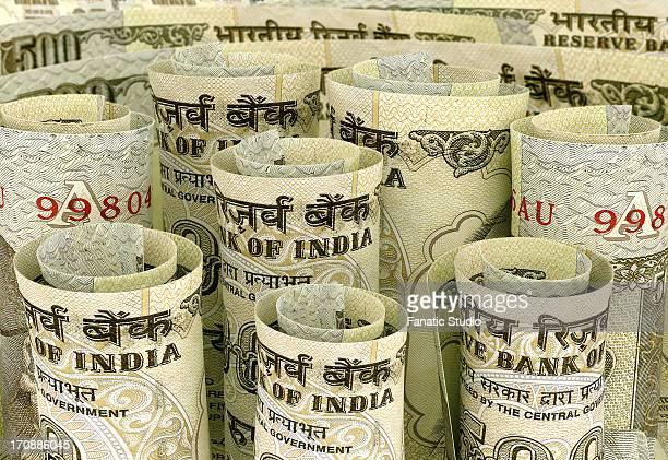 ilustraciones, imágenes clip art, dibujos animados e iconos de stock de roll of indian rupees note - fajo de billetes