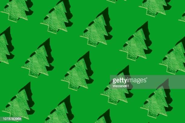 illustrations, cliparts, dessins animés et icônes de rows of green christmas trees on green ground, 3d rendering - monochrome image teintée