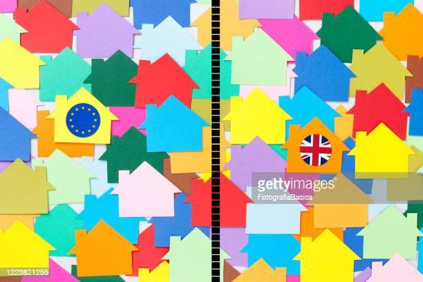 illustrations, cliparts, dessins animés et icônes de maisons européennes et britanniques séparées - brexit