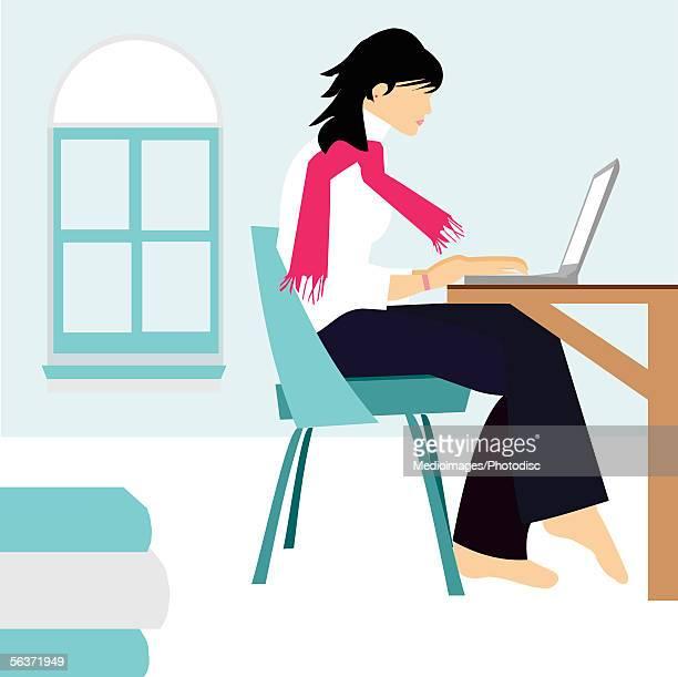 illustrations, cliparts, dessins animés et icônes de side profile of a woman sitting in front of a laptop - devant