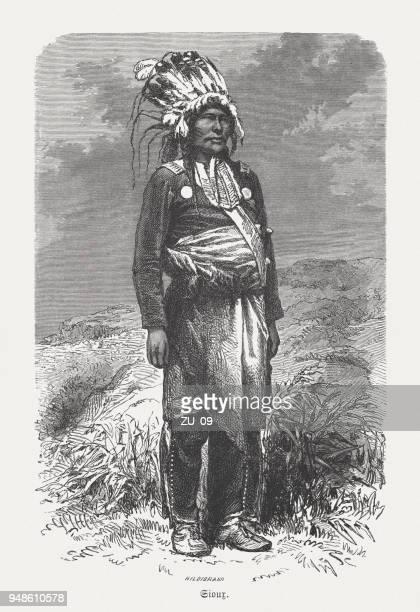 ilustraciones, imágenes clip art, dibujos animados e iconos de stock de jefe sioux, grabado en madera, publicado en 1868 - indios americanos sioux