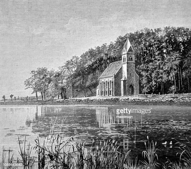 ilustraciones, imágenes clip art, dibujos animados e iconos de stock de pequeño pueblo de iglesia católica en la orilla del lago - 1888 - salina estado natural de terreno