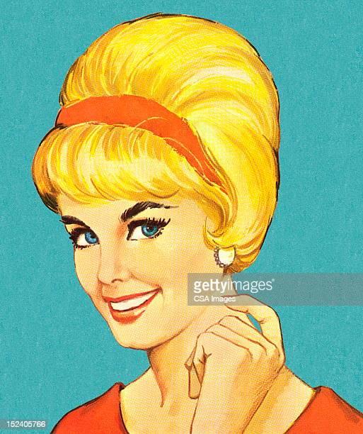 ilustrações de stock, clip art, desenhos animados e ícones de mulher sorridente com cabelo bouffant - loira