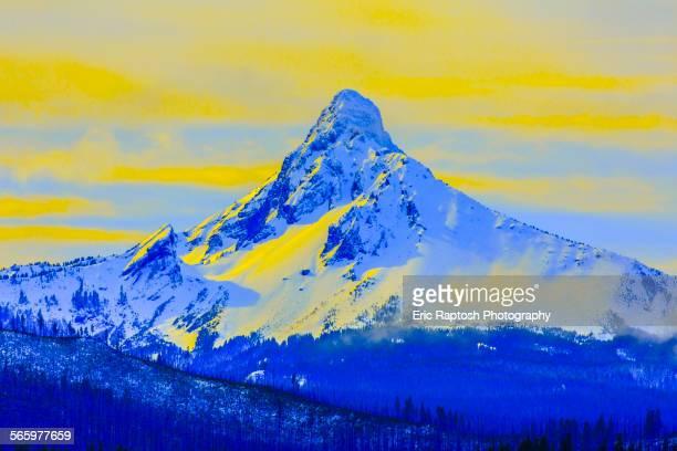 snowy mt washington in yellow sky, jefferson county, oregon, united states - sunset stock illustrations