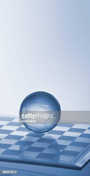 ilustraciones, imágenes clip art, dibujos animados e iconos de stock de pelota de fútbol de vidrio en chessboard - tablero de ajedrez