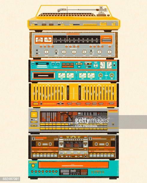 illustrazioni stock, clip art, cartoni animati e icone di tendenza di pila di componenti stereo - hi fi