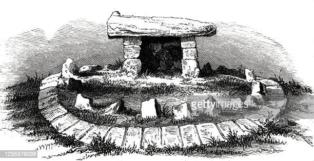 illustrazioni stock, clip art, cartoni animati e icone di tendenza di stone memorial, algeria - homo sapiens