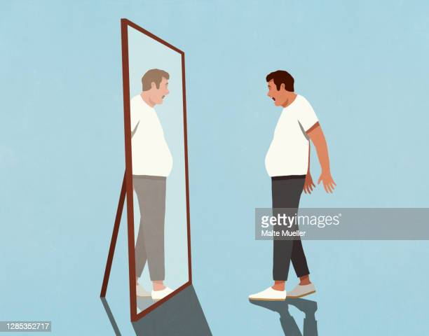 surprised man looking at reflection of large stomach in mirror - 驚き点のイラスト素材/クリップアート素材/マンガ素材/アイコン素材