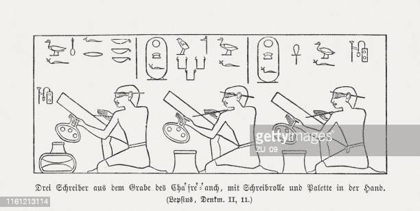 illustrations, cliparts, dessins animés et icônes de trois scribes , ancienne murale égyptienne (vieux royaume), gravure sur bois, publié en 1879 - hiéroglyphe