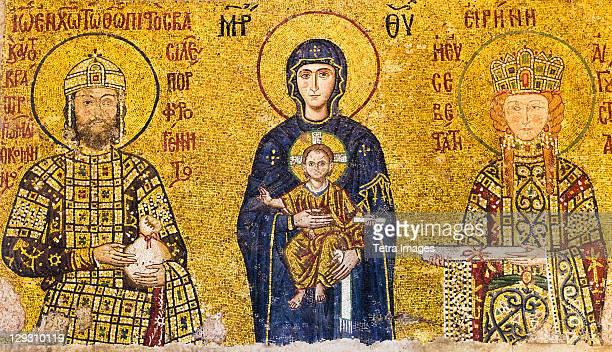 ilustraciones, imágenes clip art, dibujos animados e iconos de stock de turkey, istanbul, mosaic of virgin mary holding jesus with emperor john ii comnenus and empress irene - emperatriz