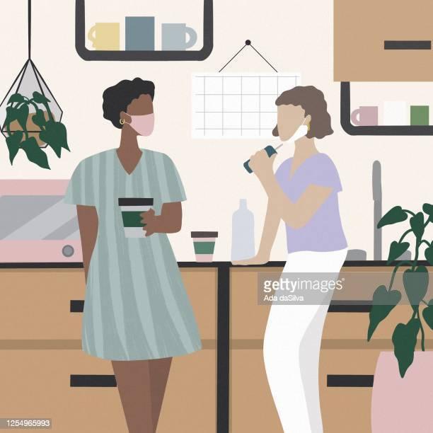 オフィスで話している2人の美しい女性。 - woman wearing protective face mask点のイラスト素材/クリップアート素材/マンガ素材/アイコン素材