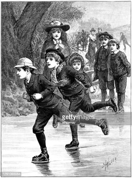 stockillustraties, clipart, cartoons en iconen met twee victoriaanse jongens die aan een ijs-schaatsende race op een bevroren vijver deelnemen - schaats ijs
