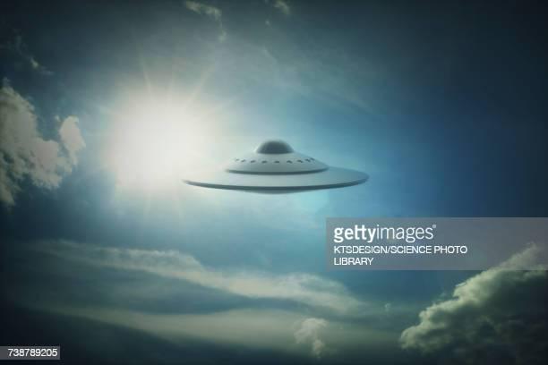 illustrations, cliparts, dessins animés et icônes de ufo in sky, illustration - extraterrestre