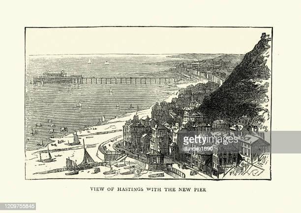 1870年代、19世紀のヘイスティングスとその桟橋の眺め - イーストサセックス点のイラスト素材/クリップアート素材/マンガ素材/アイコン素材