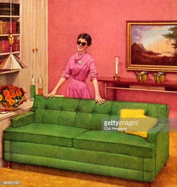 女性のサングラスはソファーの後ろに立つ - キッチュ点のイラスト素材/クリップアート素材/マンガ素材/アイコン素材