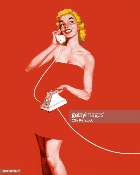 stockillustraties, clipart, cartoons en iconen met vrouw gewikkeld in een handdoek praten over de telefoon - sensualiteit