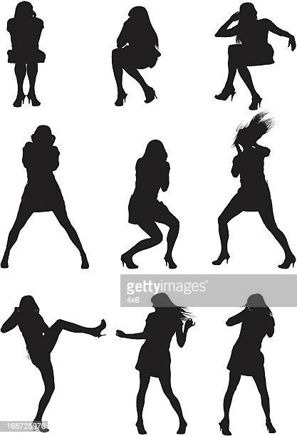 ilustraciones, imágenes clip art, dibujos animados e iconos de stock de mujer disfrutando de la música en los auriculares y baile - mujer escuchando musica