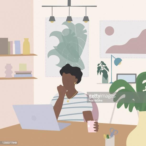 自宅で働く若い女性 - 在宅勤務点のイラスト素材/クリップアート素材/マンガ素材/アイコン素材