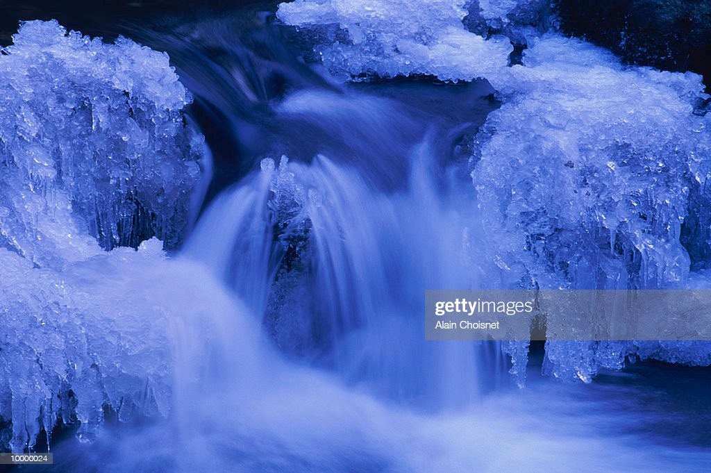 PARTIALLY FROZEN WINTER WATERFALL : ストックフォト
