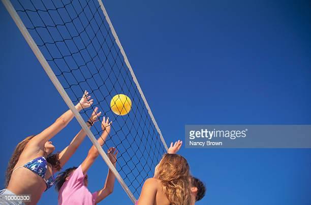 teens playing volleyball - strandvolleyball spielerin stock-fotos und bilder