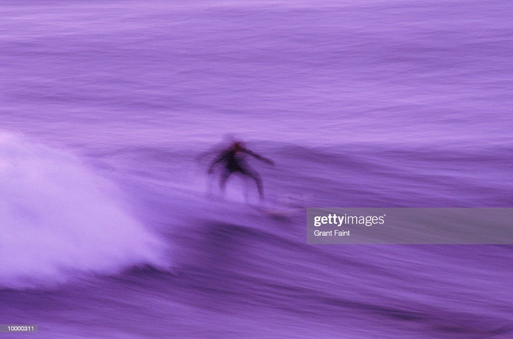 SURFER AT DUSK IN BLUR : Foto de stock