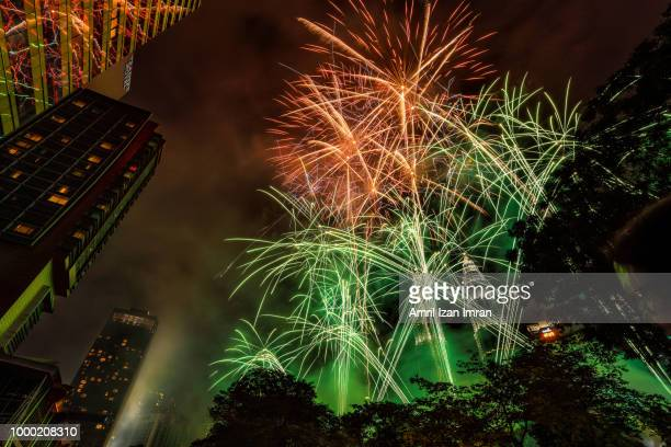new year fireworks at the petronas twin towers, kuala lumpur, malaysia. - stadio olimpico nazionale foto e immagini stock
