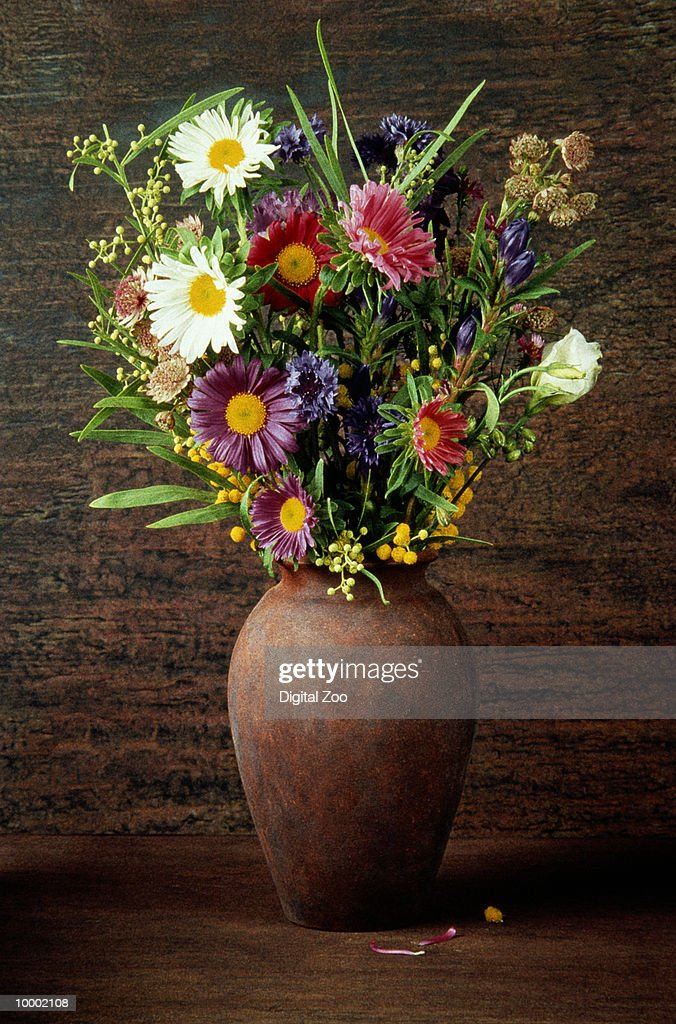 FLOWER BOUQUET IN RUST COLORED VASE : Stock Photo