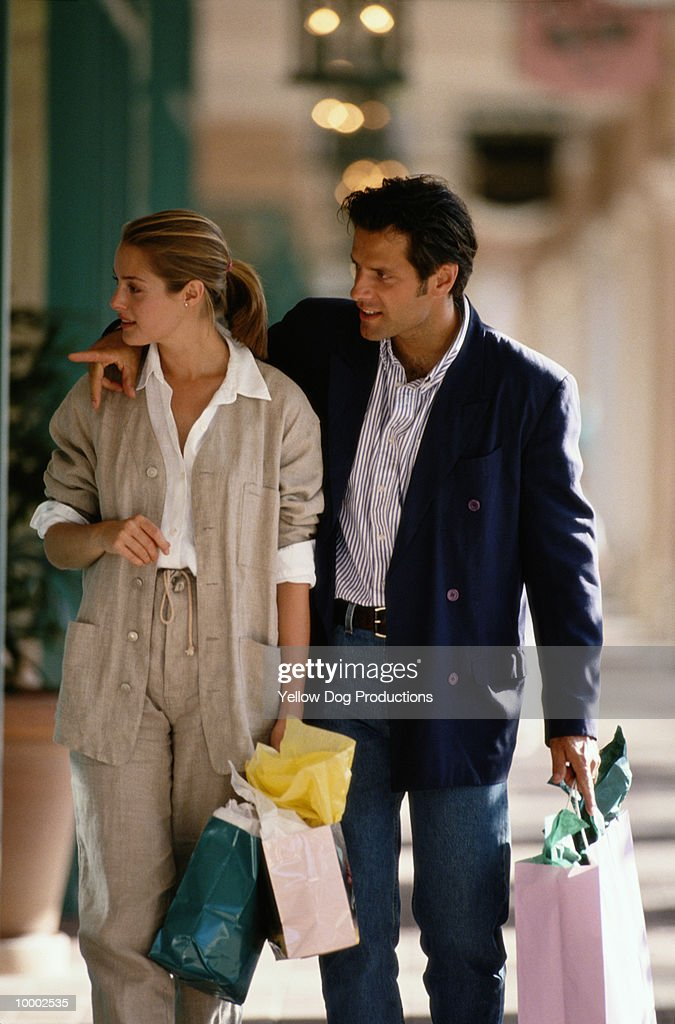 COUPLE SHOPPING : Stock Photo