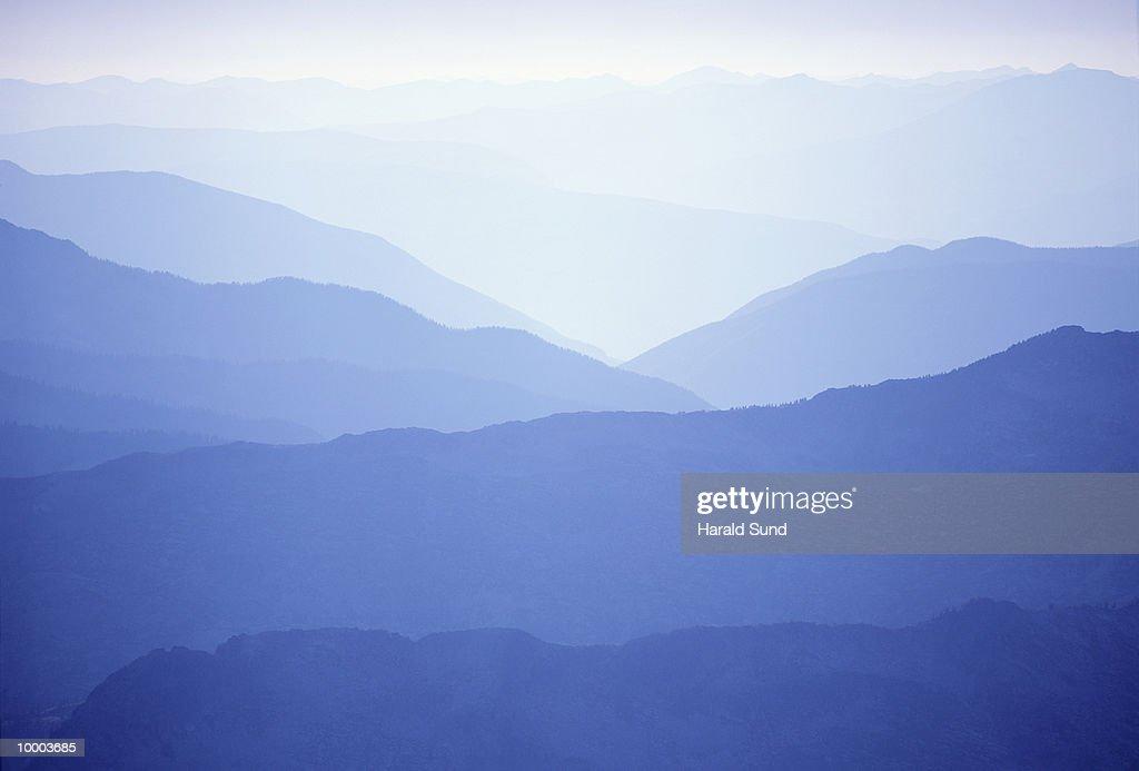 MOUNTAINS IN KOKANEE GLACIER PROV. PARK IN BRITISH COLUMBIA IN CANADA : Bildbanksbilder