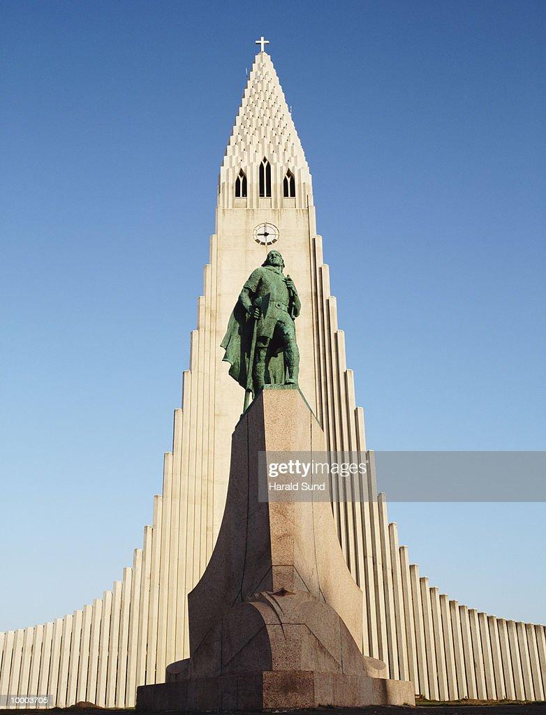 HALLGRIMSKIRKJA IN REYKJAVIK, ICELAND : Stock-Foto