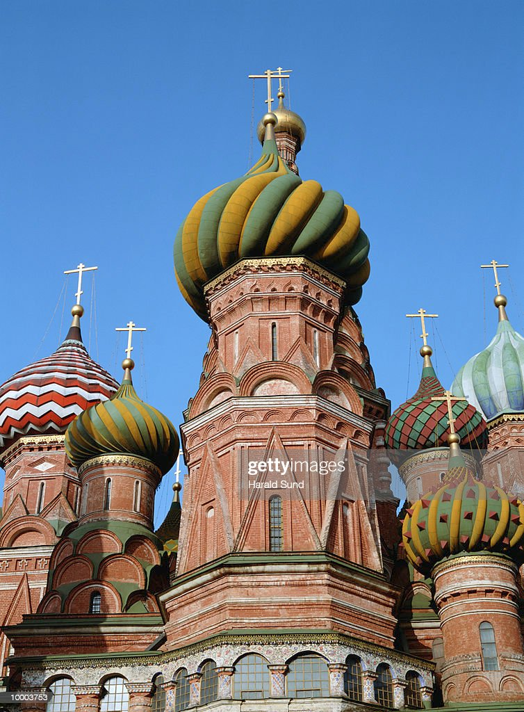 SAINT BASIL'S CATHEDRAL AT RED SQUARE IN MOSCOW : Bildbanksbilder