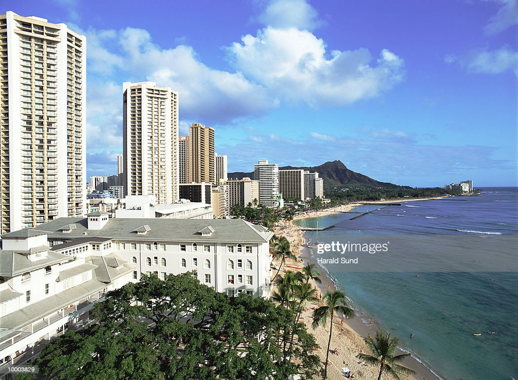 WAIKIKI BEACH AND DIAMOND HEAD IN HONOLULU, HAWAII : Stock Photo