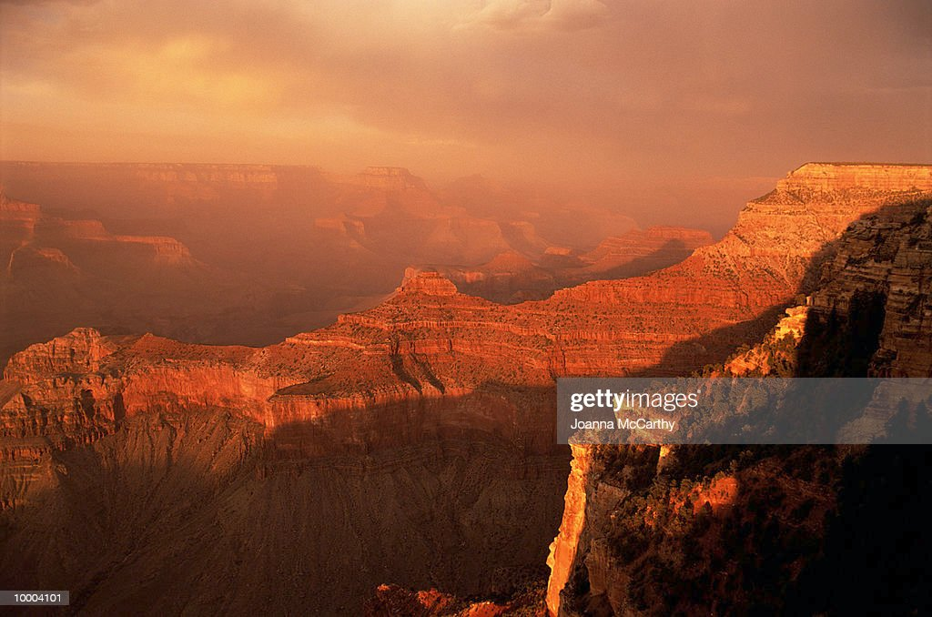 ROCKY CANYONS & PLATEAUS AT SUNSET : Photo