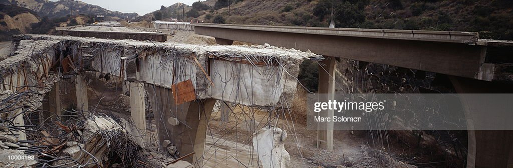 EARTHQUAKE DAMAGE TO I-5 FREEWAY IN 1/94 IN CALIFORNIA : Stock Photo